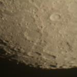 大型望遠鏡で見る月は圧巻です