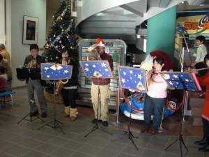 焼津市民吹奏楽団のクリスマスミニコンサートも。